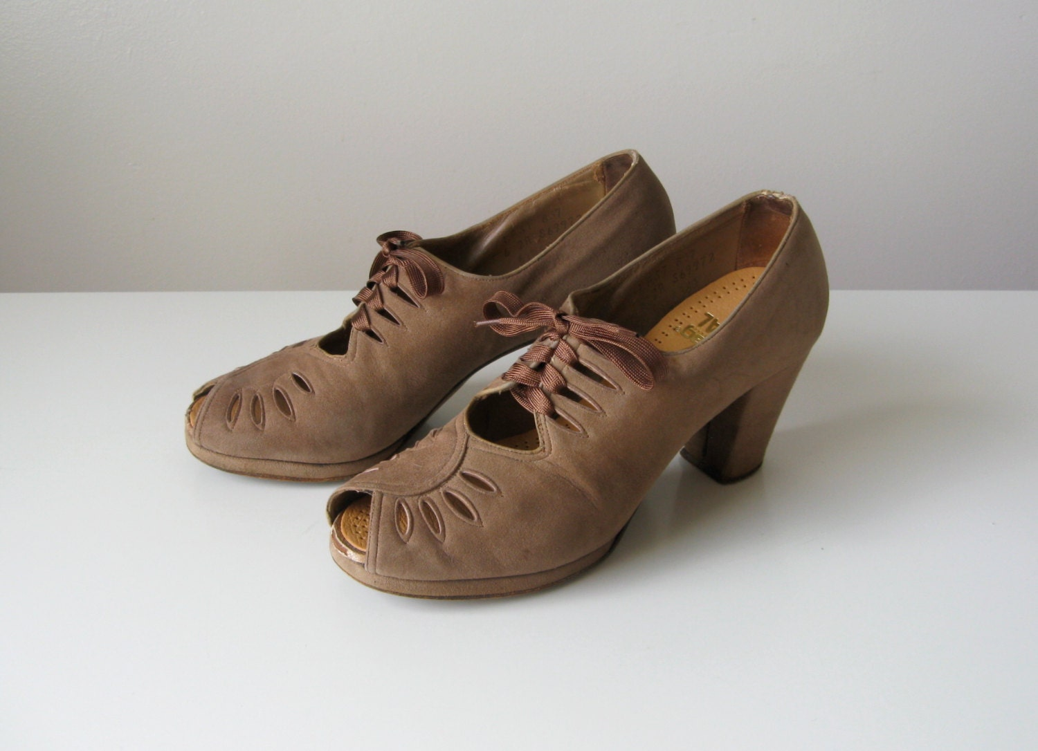 Beautiful Antique Shoes and Boots, Vintage Fashions