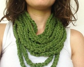 Endless Chain Scarf in Green
