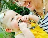Teething Necklace in Yellow & Gray Damask