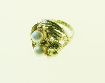 Vintage Ring Pearl Ladies Sz 6 Gold Tone Mad Men Gift Idea