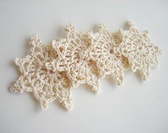 Crochet Snowflakes, Christmas Decorations, Christmas Tree Appliques, Vintage Pale White Snowflakes, Decorative Motifs, Set of 4