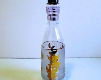 Gold Leaf frosted glass decanter. Libby barware, Vintage 1960. Mid century modern,  Eames era.  Mad Men.