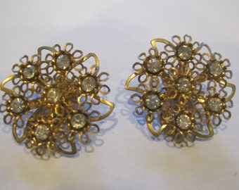 Vintage 1940s 1950s Round Earrings Rhinestone Goldtone Metal Clip On Earring Filigree Floral Large Lace Earring