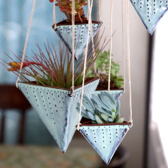 geometric hanging planter triangle pot with dots design. Black Bedroom Furniture Sets. Home Design Ideas