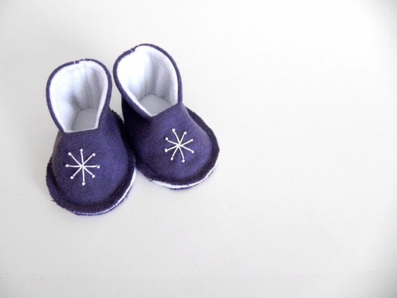 Sale! VALENTINES BABY BOOTIES - New Baby Gift - Pregnancy Announcement - Felt Slippers - Shoes - Size 0-6 Months - Dark Purple Starburst
