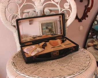 Traveling Vanity Case with Key