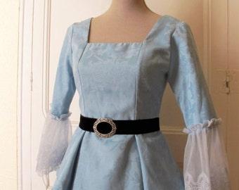 Chal, cinturón y rococo cima de brocado azul