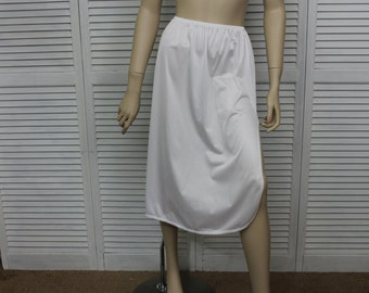 Vintage Vanity Fair White Half Slip Size Medium 28