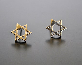DAVID STAR GOLD stud earrings.