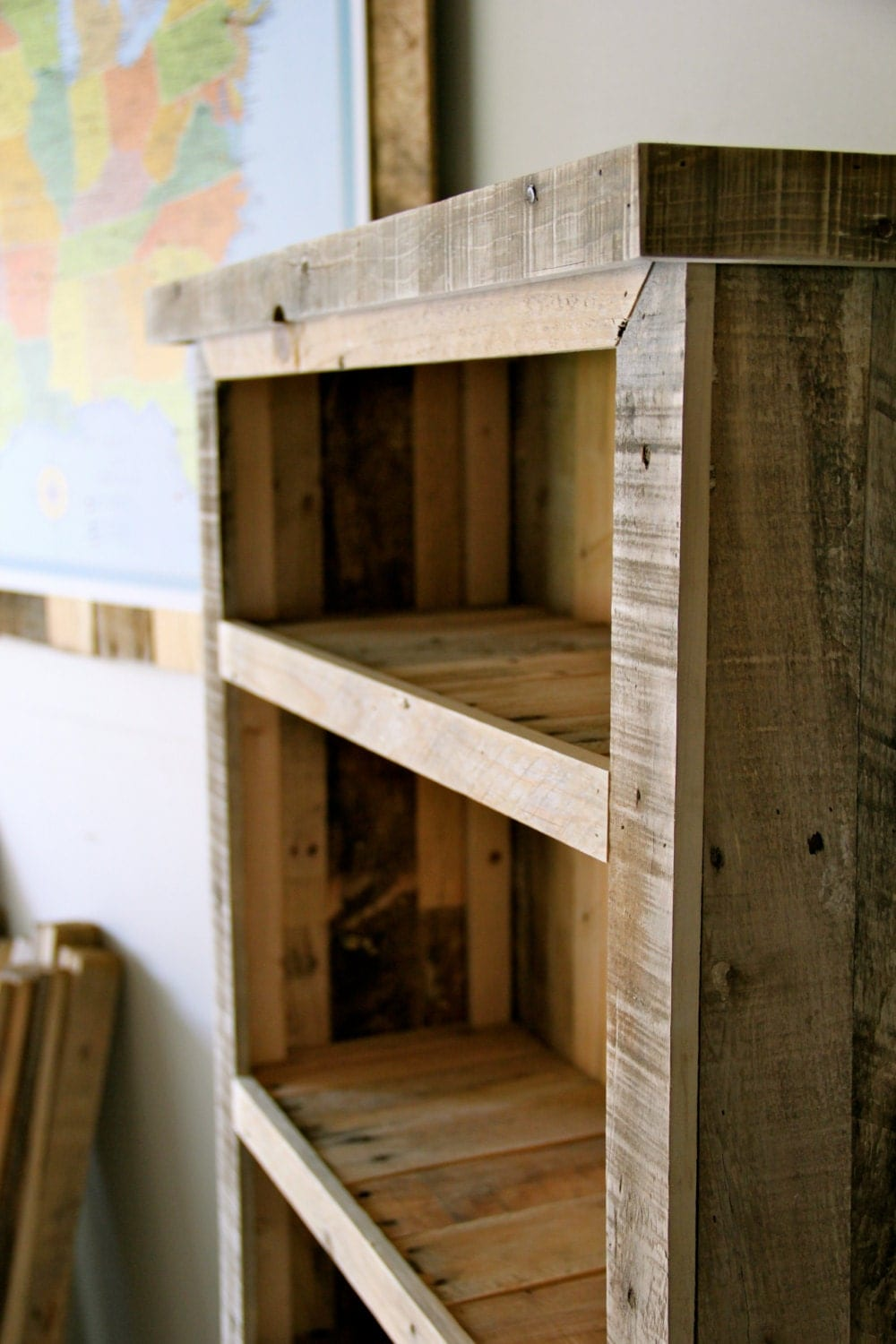 Reclaimed pallet wood bookcase