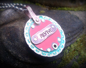 REVIVE pendant reversible - Recycled bottle cap - Upcycled materials by RECREATE4U