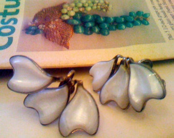 Vintage 1950s Lucite Earrings// Molded Thermoset Clip Back Earrings Formal Bridal Wedding Earrings