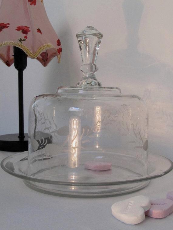 vintage etched glass cake stand with dome lid. Black Bedroom Furniture Sets. Home Design Ideas