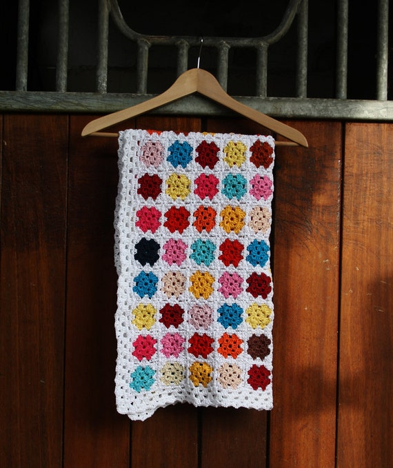 Crochet baby blanket: granny square blanket - pink, red, blue, yellow