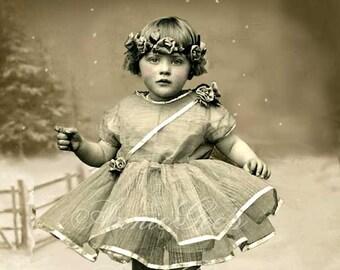 Little Vintage Girl - 3 Versions - Instant Digital Download D139CDE