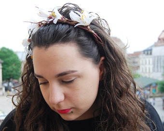 White lilies headband. Summer finds. Flower headband. White flowers. Wedding headband.