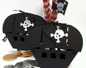 Pirate Boat gift boxes. Birthday party, gifts, favors. Pirate goody bags, loot boxes. Ship, jolly roger, gift bags, gift tags.