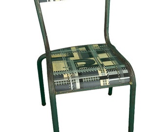 E04 - School chair