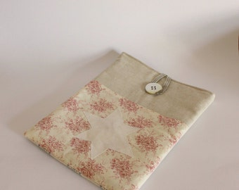 Gadget sleeve red cream floral off wht star