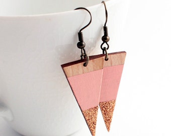 Sparkle triangle wooden earrings - pale pink, natural wood, rose gold glitter - minimalist, modern luxury geometric jewelry