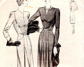 Vintage sunburst 1940s dress sewing pattern - Vogue S-4424 - bust 40