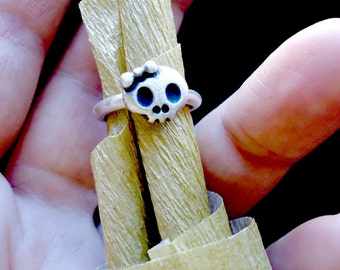 Sterling silver girly skull ring. Kawaii skull with bow. Handmade in solid silver. Any size.