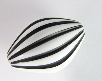 6 Vintage Lucite Black and White Striped Beads Bd13