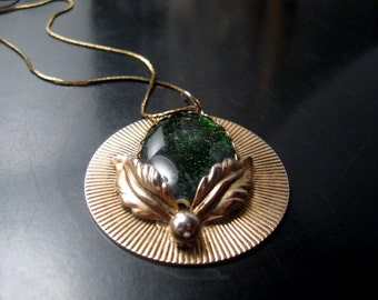 Fantastiic Art Deco Gold Tone & Shimmering Green Lucite Necklace