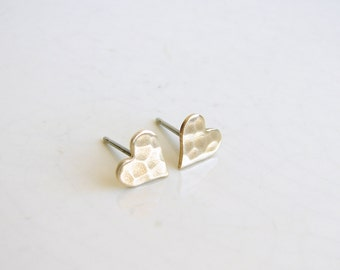 Small Hammered Brass Hear Earrings. Gold Heart Stud Earrings. Bridesmaid Gift. Simple Modern Jewelry
