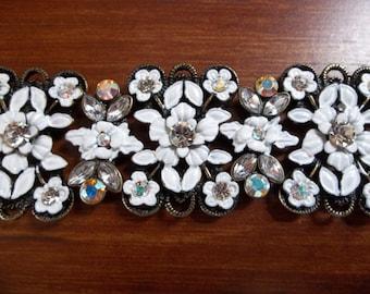 White BARRETTE flower beads