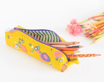 Sale -  50% off - Pencil Bag - Yellow Floral Vintage Fabric - Zipper and Loop