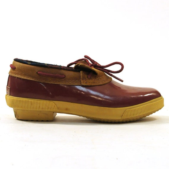 Model SPERRY~ SHEARWATER DUCK BOOTS COGNAC/RED On The Hunt