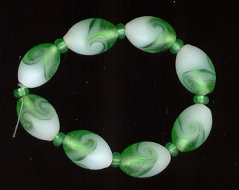 8 antique vintage glass beads czech frosted kelly green cloud givre true art deco 14mm no