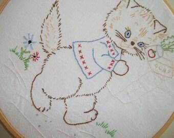 Vintage Cat Hoop Art ~ Vintage Embroidery ~ Kitschy Cat ~ Retro Nursery Decor
