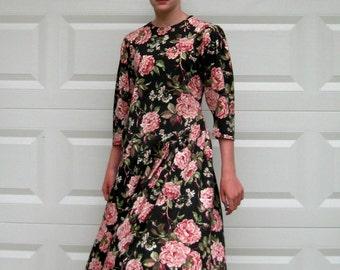 cabbage rose dress .  pink Roses Dress . Maggie Lawrence . Knit Jersey Dress  . pink roses on black