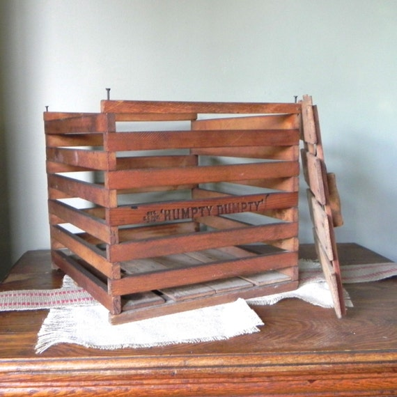 Vintage egg crate wood box with lid Humpty Dumpty rustic storage display farmhouse shabby chic logs newspapers blankets kitchen