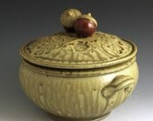 CASSEROLE Stoneware ceramic handmade Acorn-Topped  Two Quart FREE SHIPPING