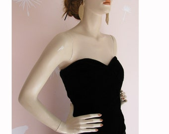 Vintage 1980s Black Velvet Sweetheart Neckline Strapless Mini Dress