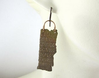 Bronze Earrings with Rongo-rongo Script