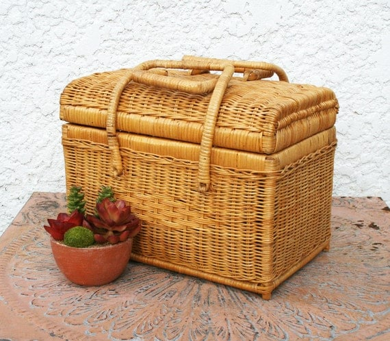 Woven Basket With Hinged Lid : Woven wicker basket with hinged lid and handles
