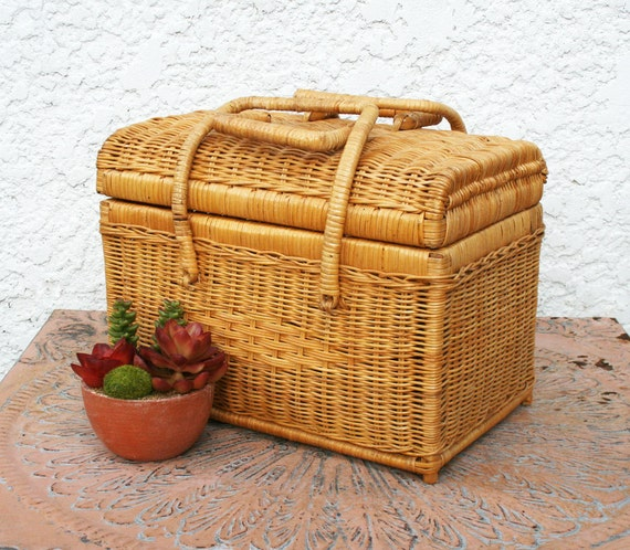 Wicker Basket With Hinged Lid : Woven wicker basket with hinged lid and handles