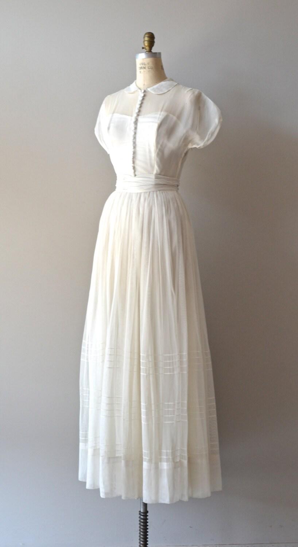 1940s wedding dress vintage 40s dress tender heart gown for Best etsy wedding dress shops