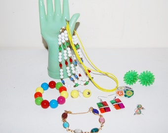 Vintage Jewelry Rainbow Groovy........Eight Pieces