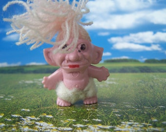 Vintage Toy, Troll Pink Yarn Hair Troll 1960s Gumball Prize Made in Hong Kong, Miniature Troll Doll
