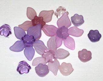 12 Acrylic Flower Beads Purple Daffodil Mix and Match