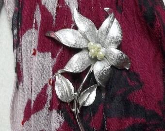 vintage frostysilver pearl flower brooch,silver brooch,vintage silver brooch,flower brooch,silver flower brooch,vintage flower brooch