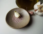 Rustic Scratch Garlic with pink dots in relief - Stoneware