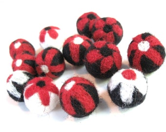 Flower Felt Balls Black and Red mix - 13 Pure Wool Beads 20mm -