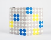 Card holder - Neon yellow and blue clovers on grey