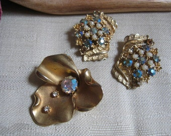 Vintage goldtone crystal flower pin set, flower pin brooch clip  earrings with aurora borealis crystals, flower pin and  clip earrings
